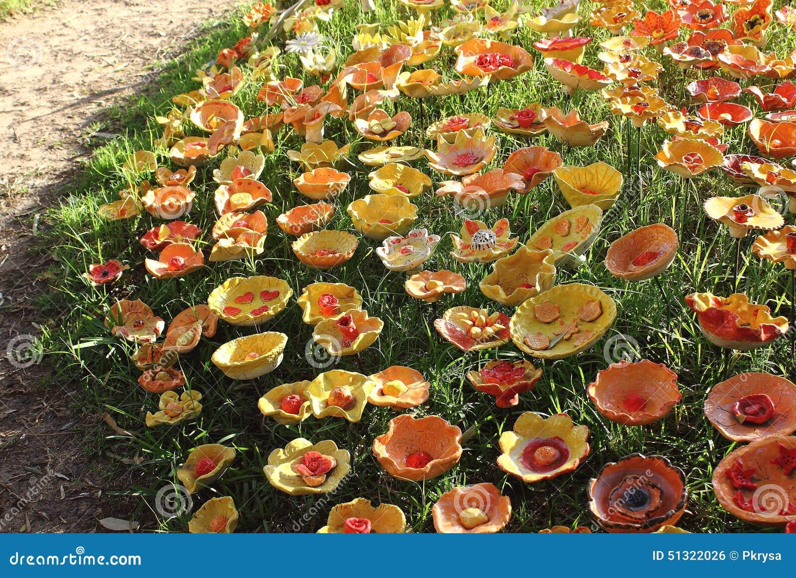 Fiori Di Ceramica.Fiori Di Ceramica Fotografia Stock Immagine Di Yellow