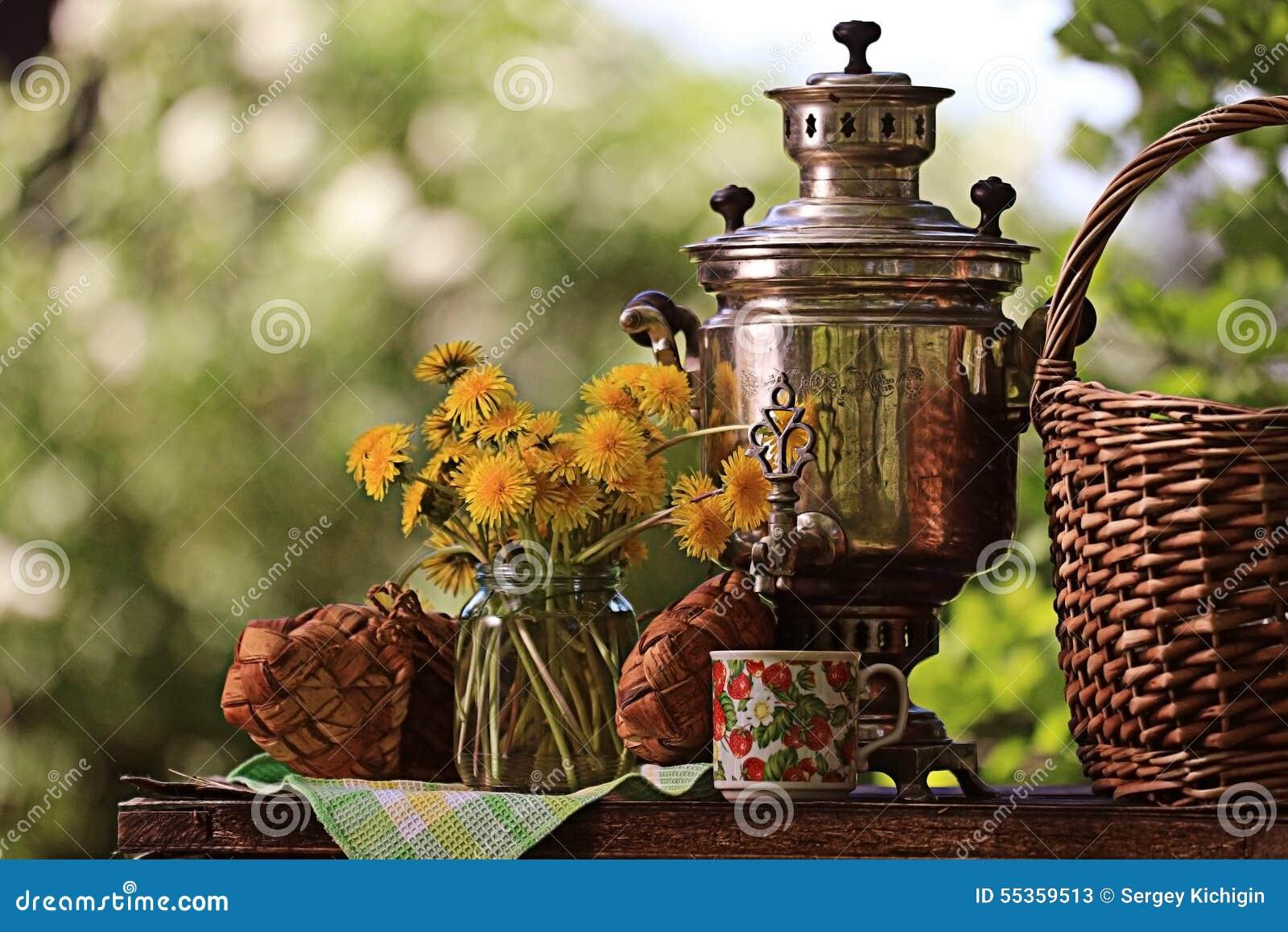 Fiori di estate e della samovar