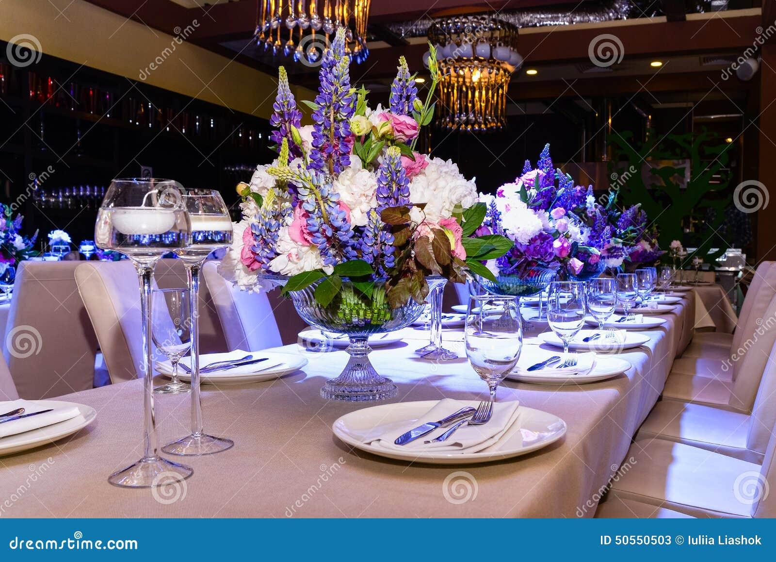 Fiori di nozze sulla tabella