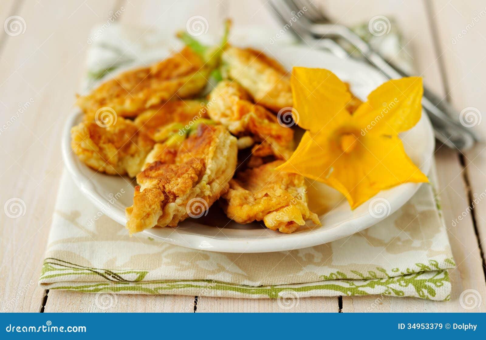 Fiori farciti fritti dello zucchini