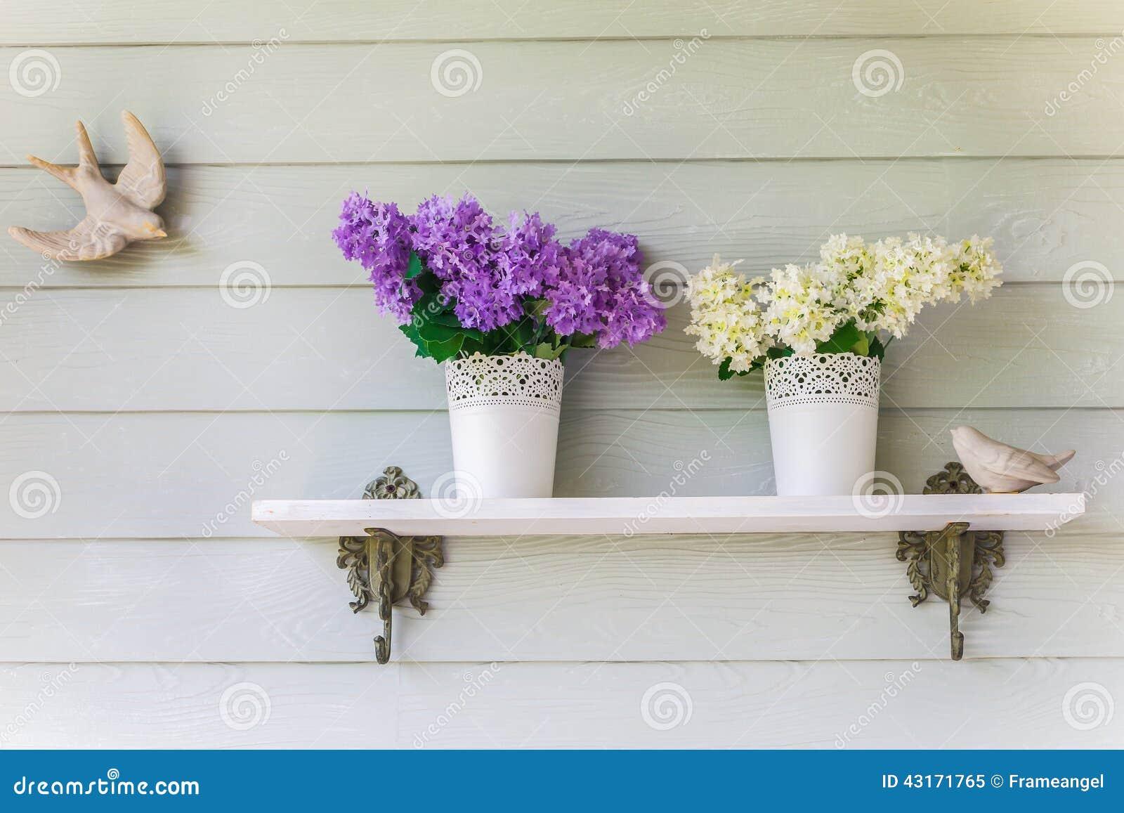 Glitter Sulla Parete : Fiori variopinti in vasi d annata sulla parete immagine