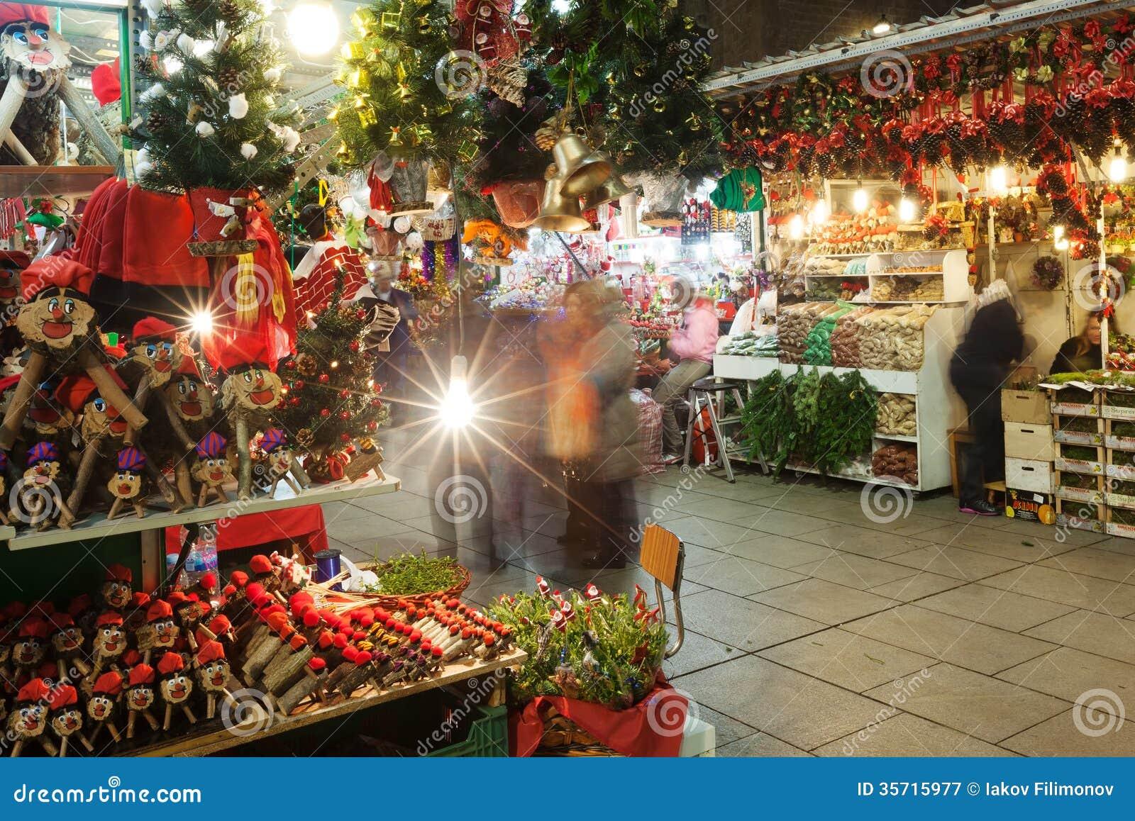 Fira de Santa Llucia - αγορά Χριστουγέννων κοντά στον καθεδρικό ναό. Barcelon