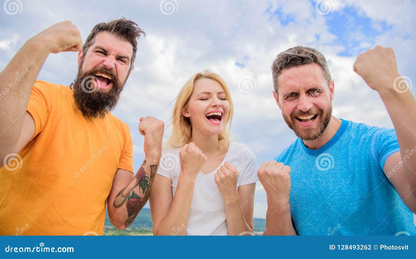 Fira framgång Vi är vinnare Det favorit- laget segrade konkurrens Uppföranden av vinnarelaget Threesomeställning som är lycklig m
