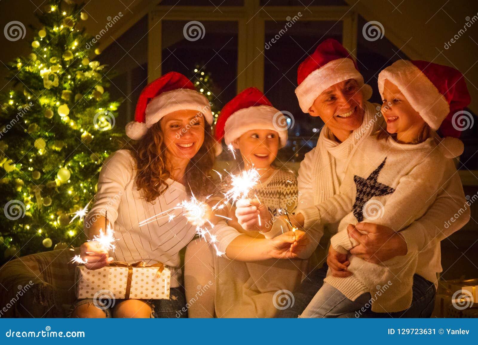 Fira lycklig julfamilj