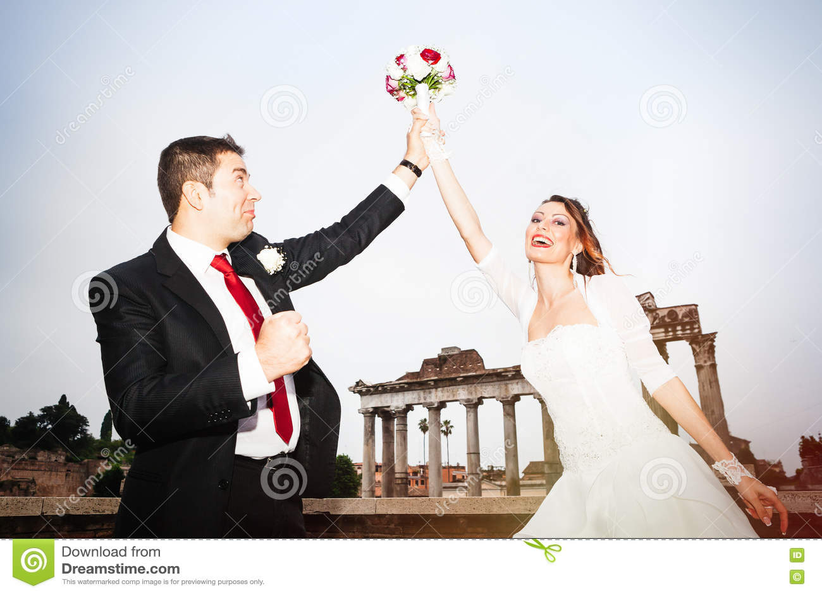 Fira nygifta personer