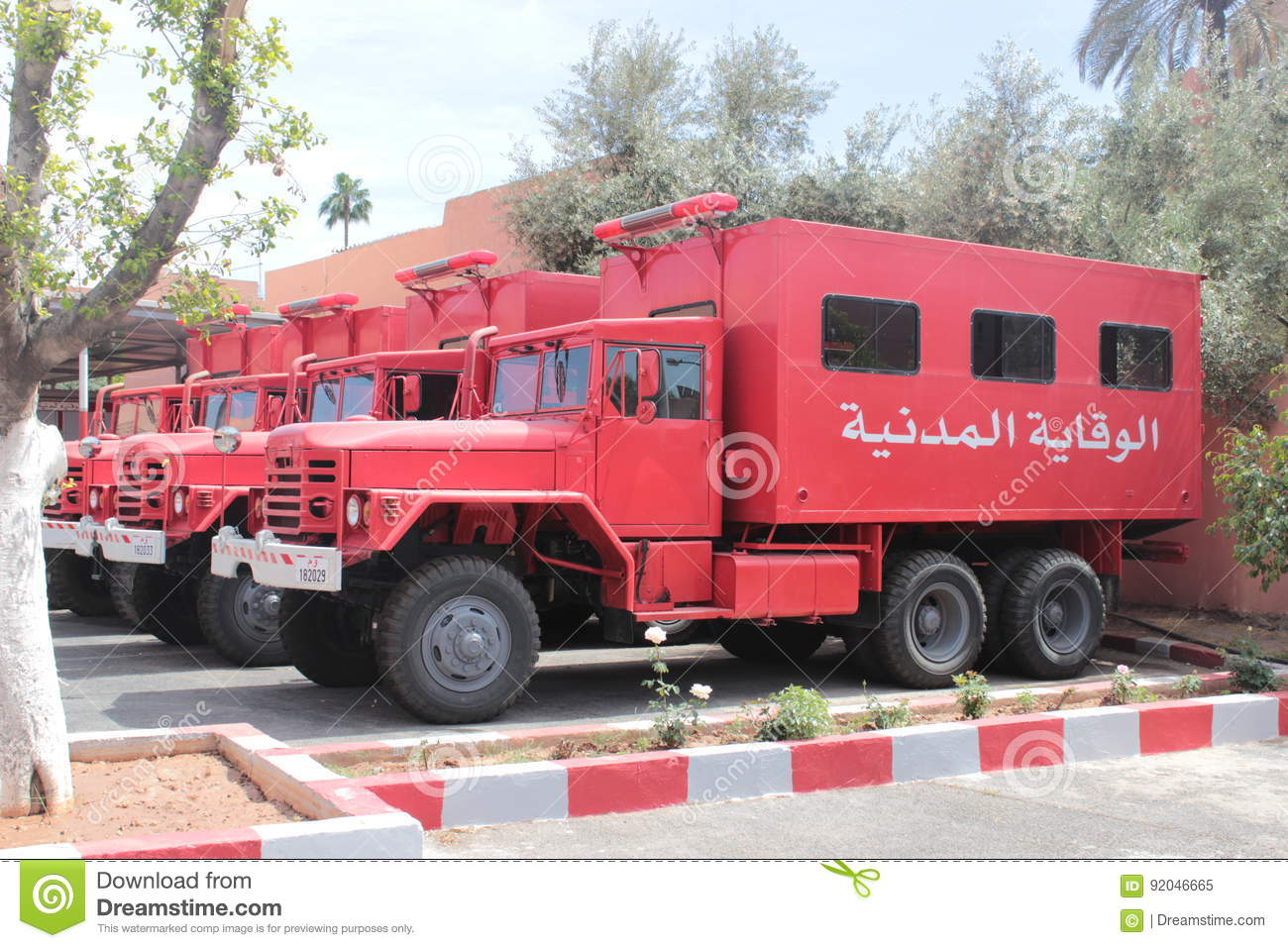 Photos - Protection civile - Page 35 Firefighter-morocco-truck-marrakech-firemen-92046665