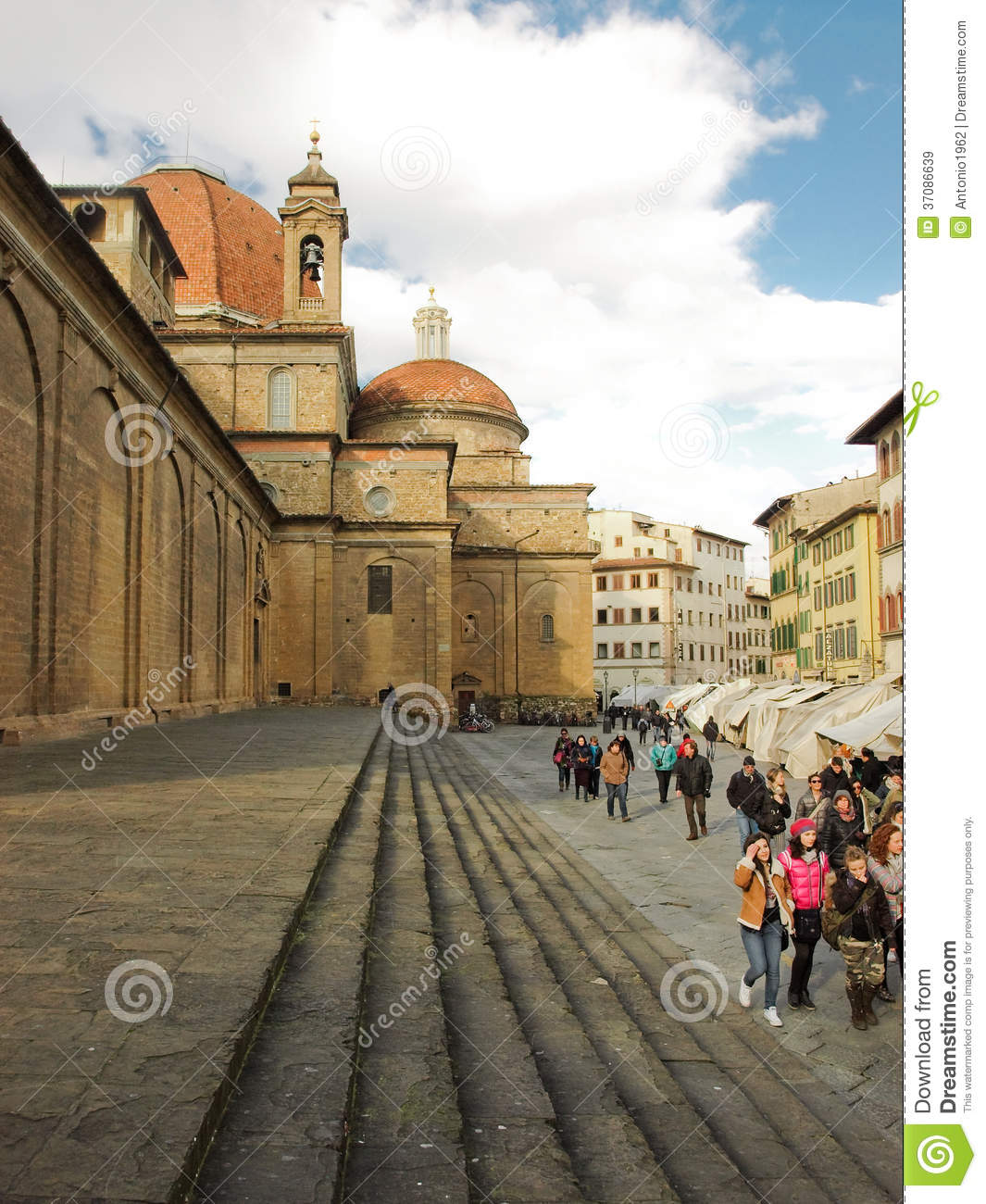 Download Firenze basilic s.lorenzo obraz stock editorial. Obraz złożonej z widok - 37086639