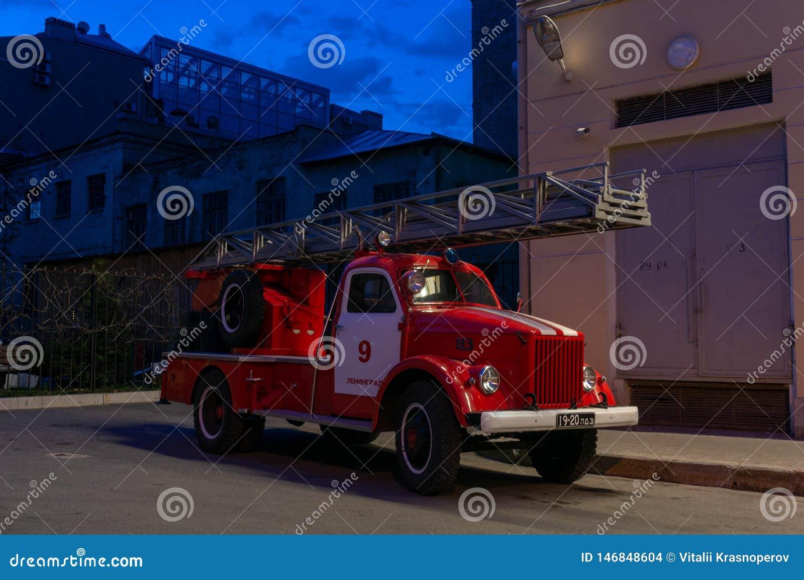 Firetruck antiguo en St Petersburg