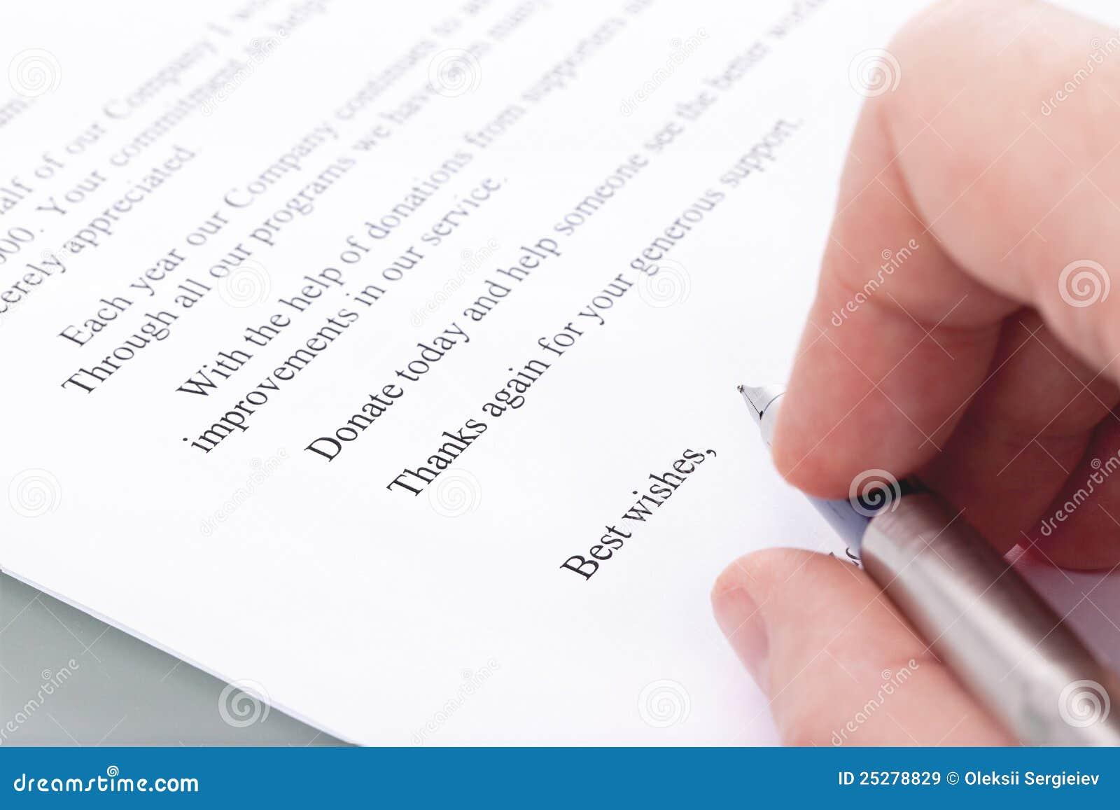 Firma En Una Carta De Agradecimiento Por La Donacion Imagen De