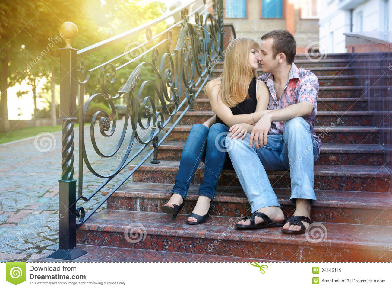 dating first kiss time