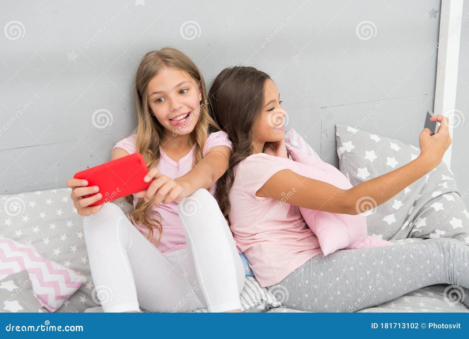 pretty girls kids selfie