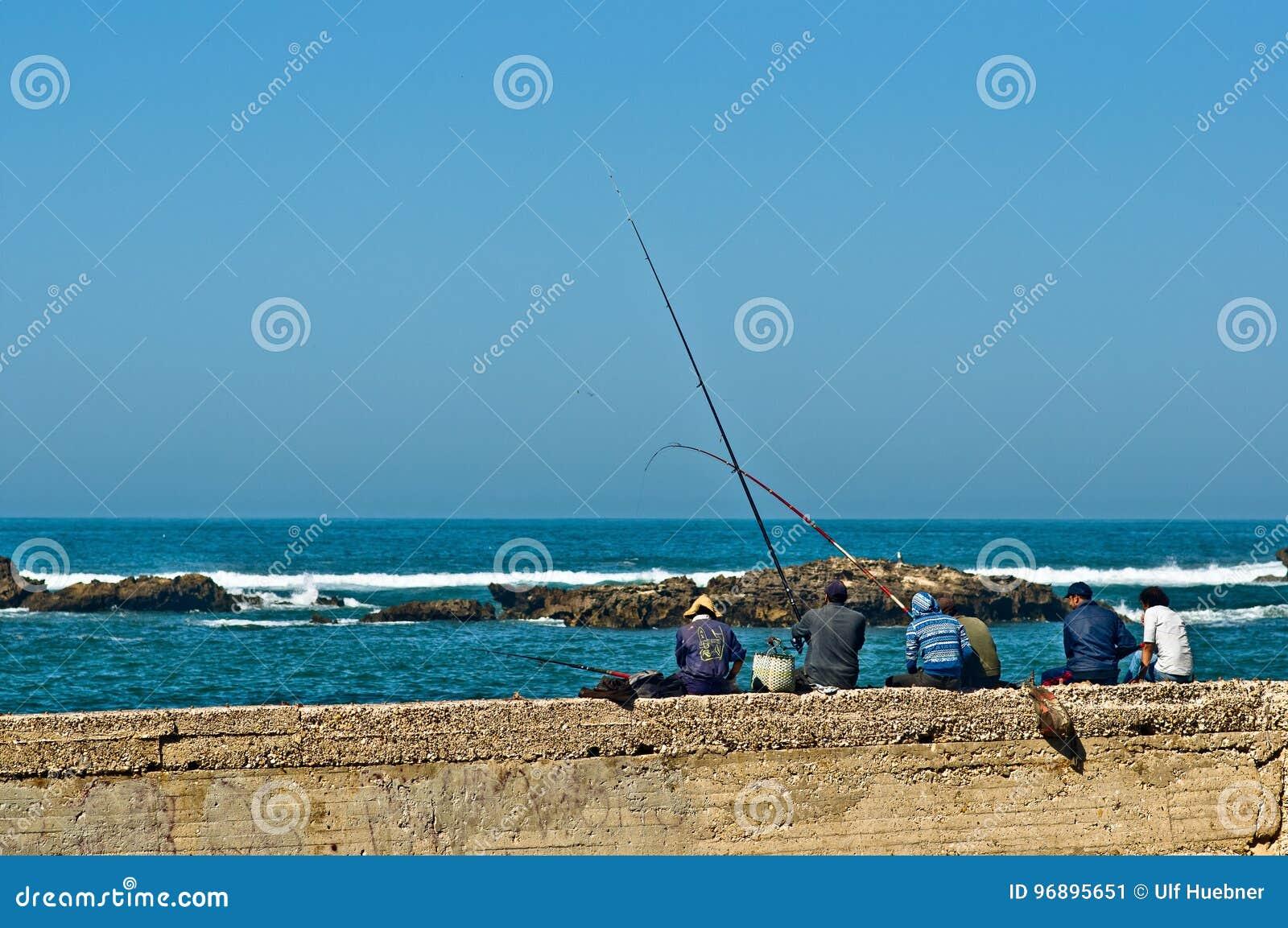 Fischer am Hafen von Essaouira