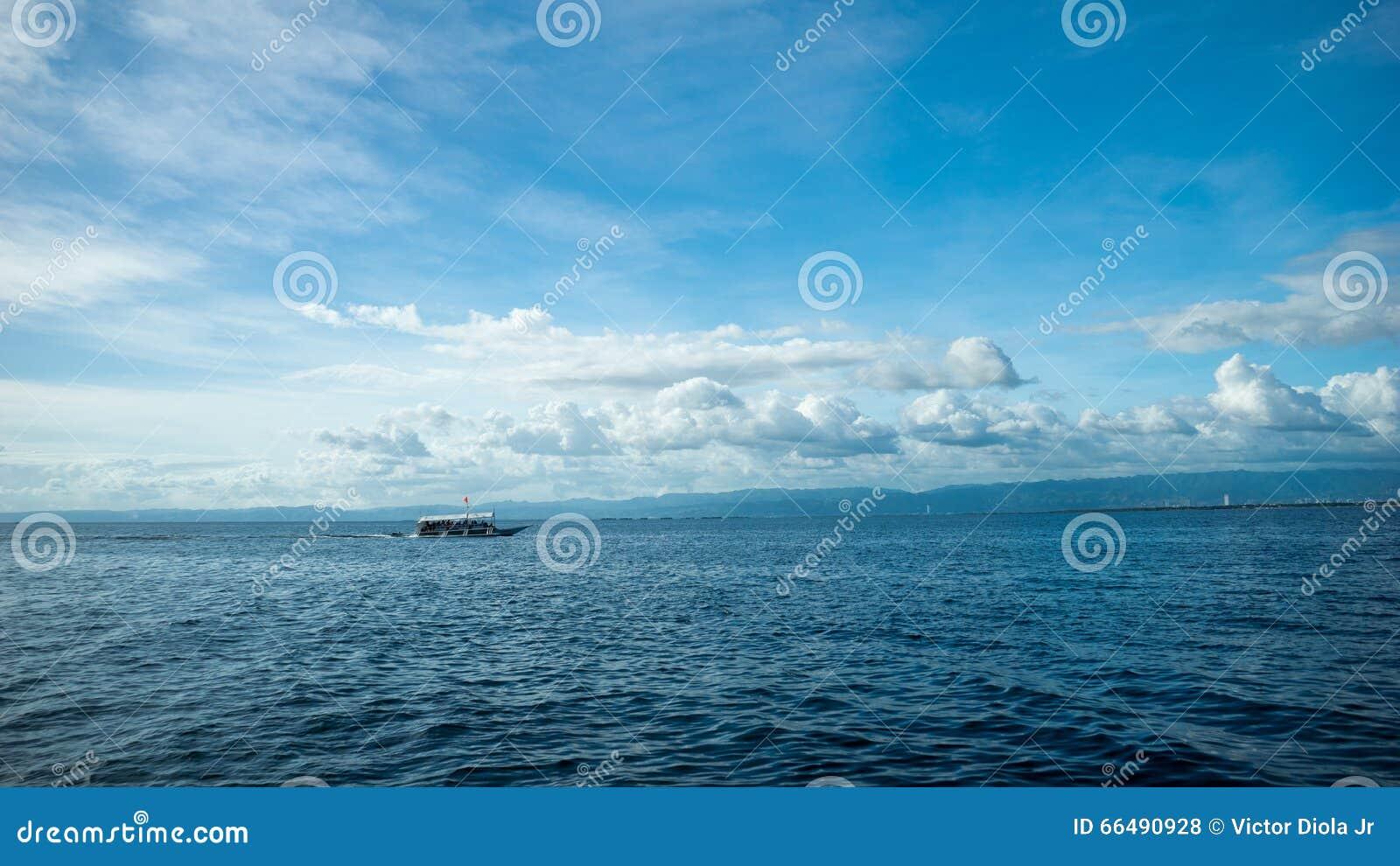 Fischerboot in einer hohen See