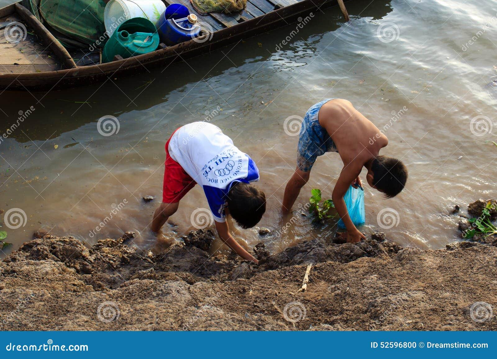 Fischerei durch Hände
