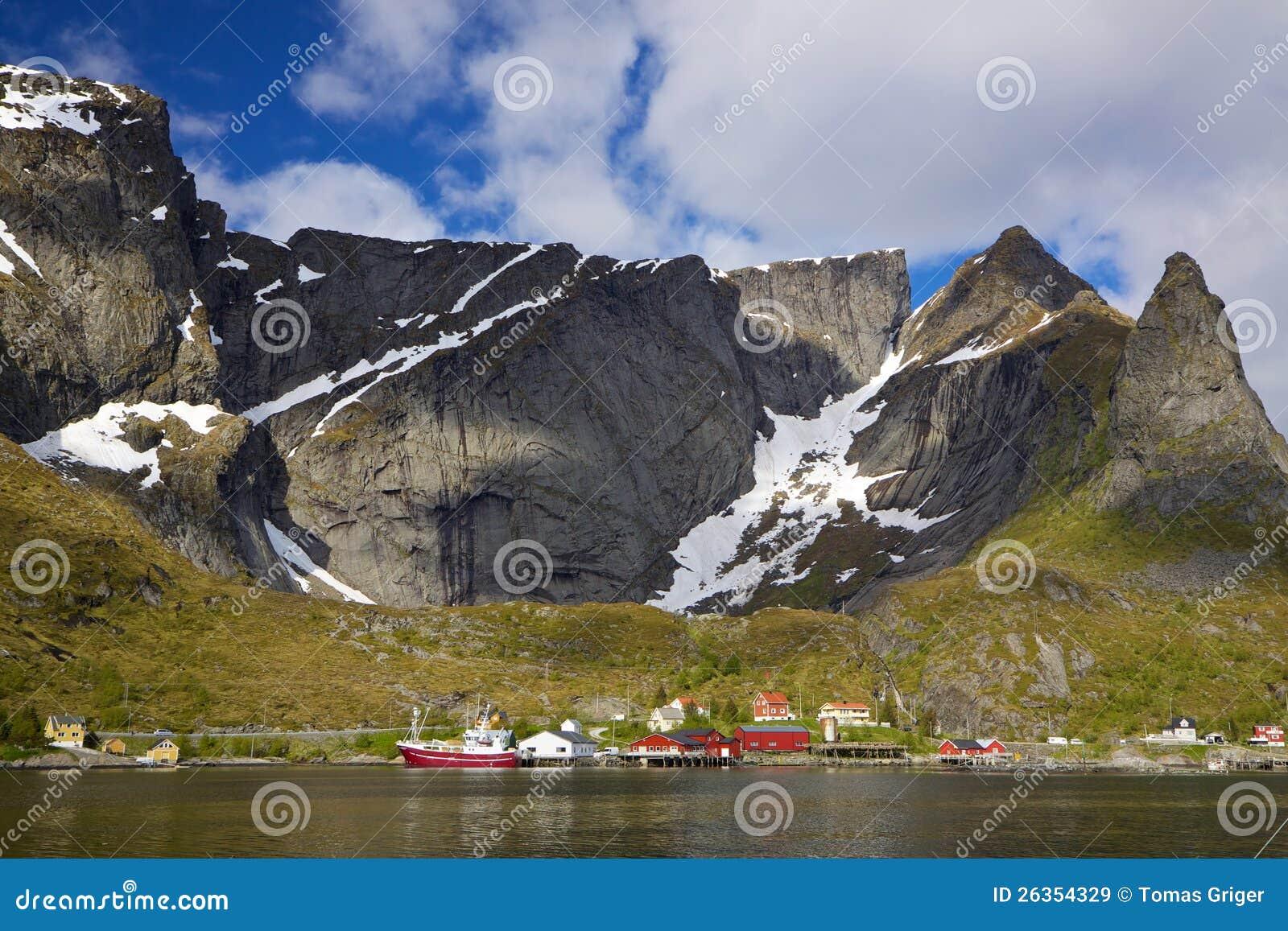 Fischereihafen im Fjord