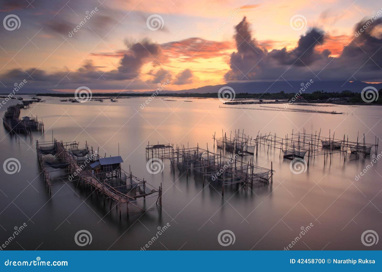 Fischernetz während des Sonnenaufgangs