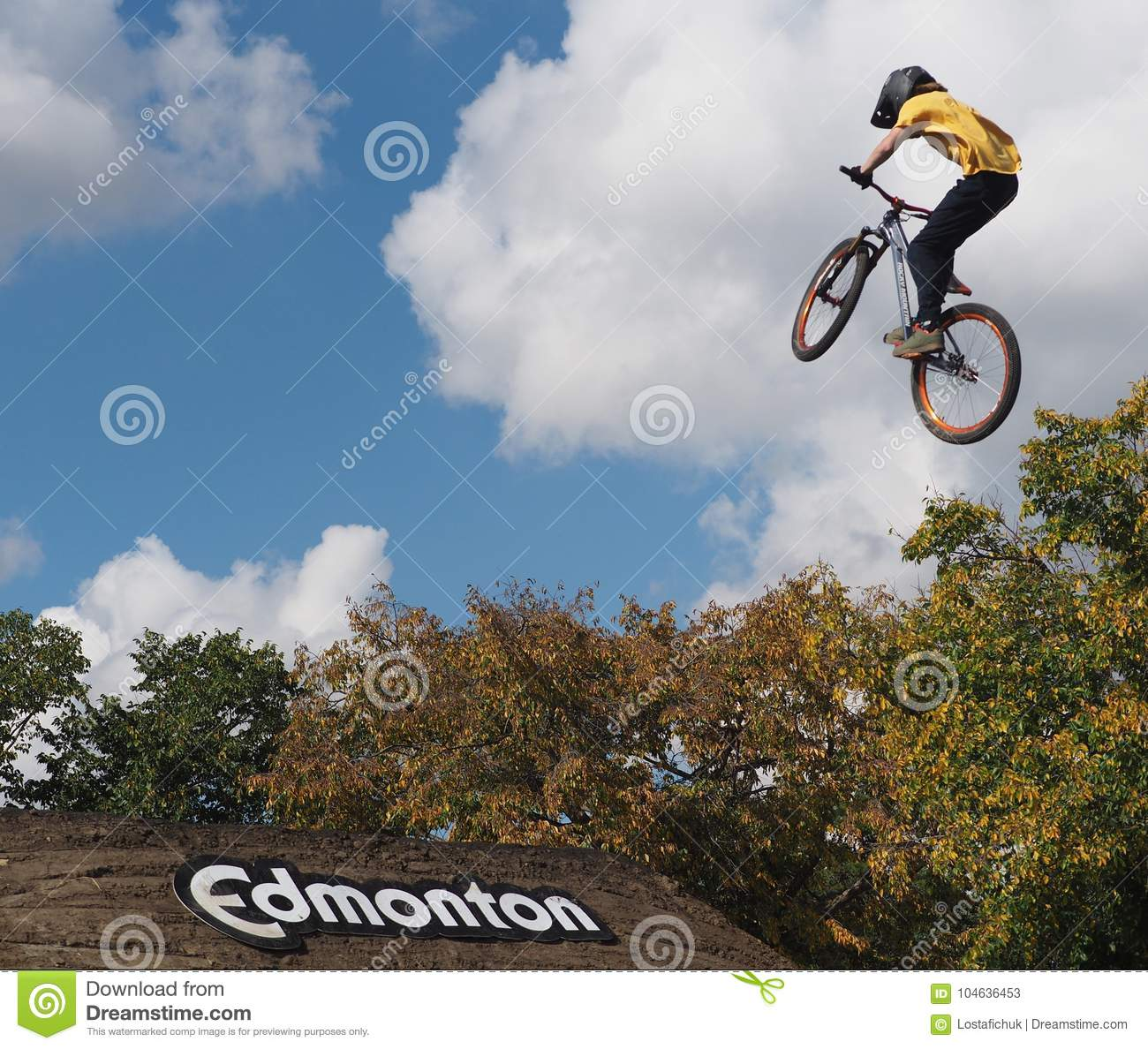 Download FISE-Fietser In Edmonton Alberta Redactionele Stock Foto - Afbeelding bestaande uit competition, trucs: 104636453