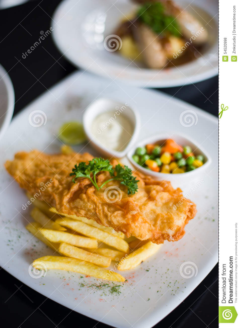 Fish and chips with tartar sauce recipes dishmaps for Creamy sauce served with fish