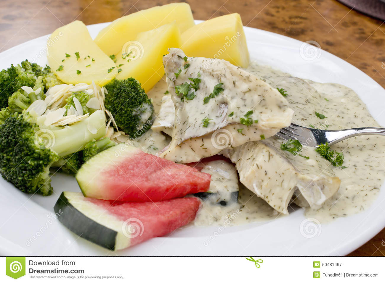 Fish fillet with dill sauce brokkoli and boiled potatoes for Dill sauce for fish