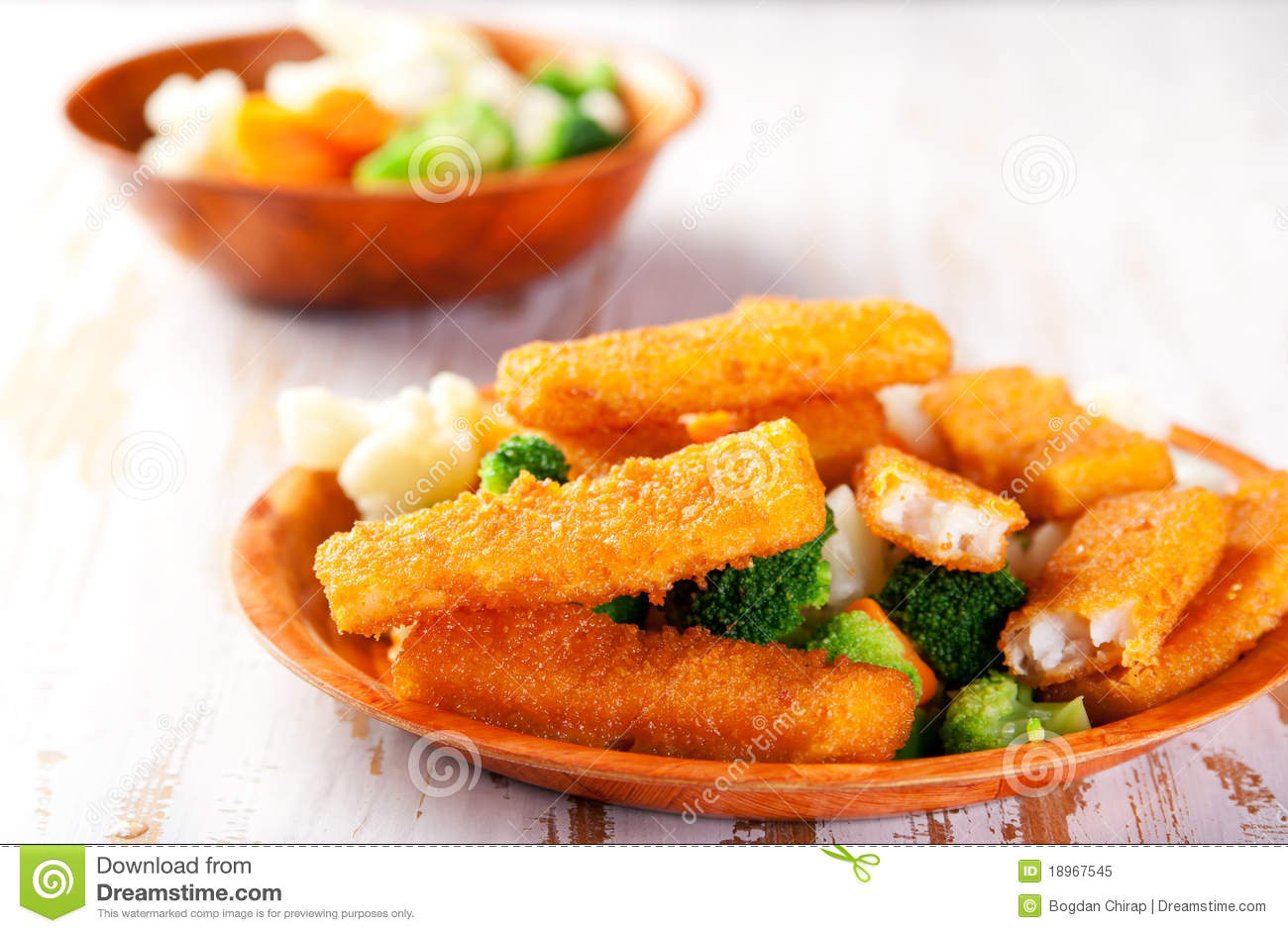 Fish fingers with vegetables side dish royalty free stock for Side dish for fish