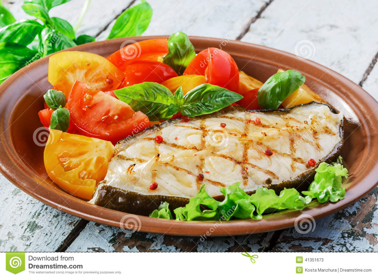 Fish steak grilled vegetables lancet fish.