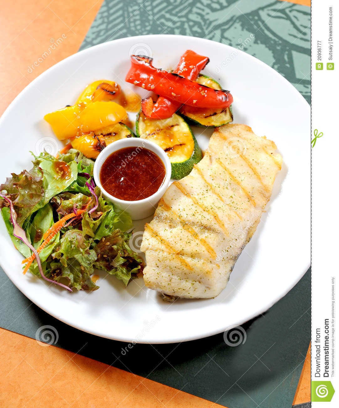 Fish steak with vegetables royalty free stock photography for Fish with vegetables