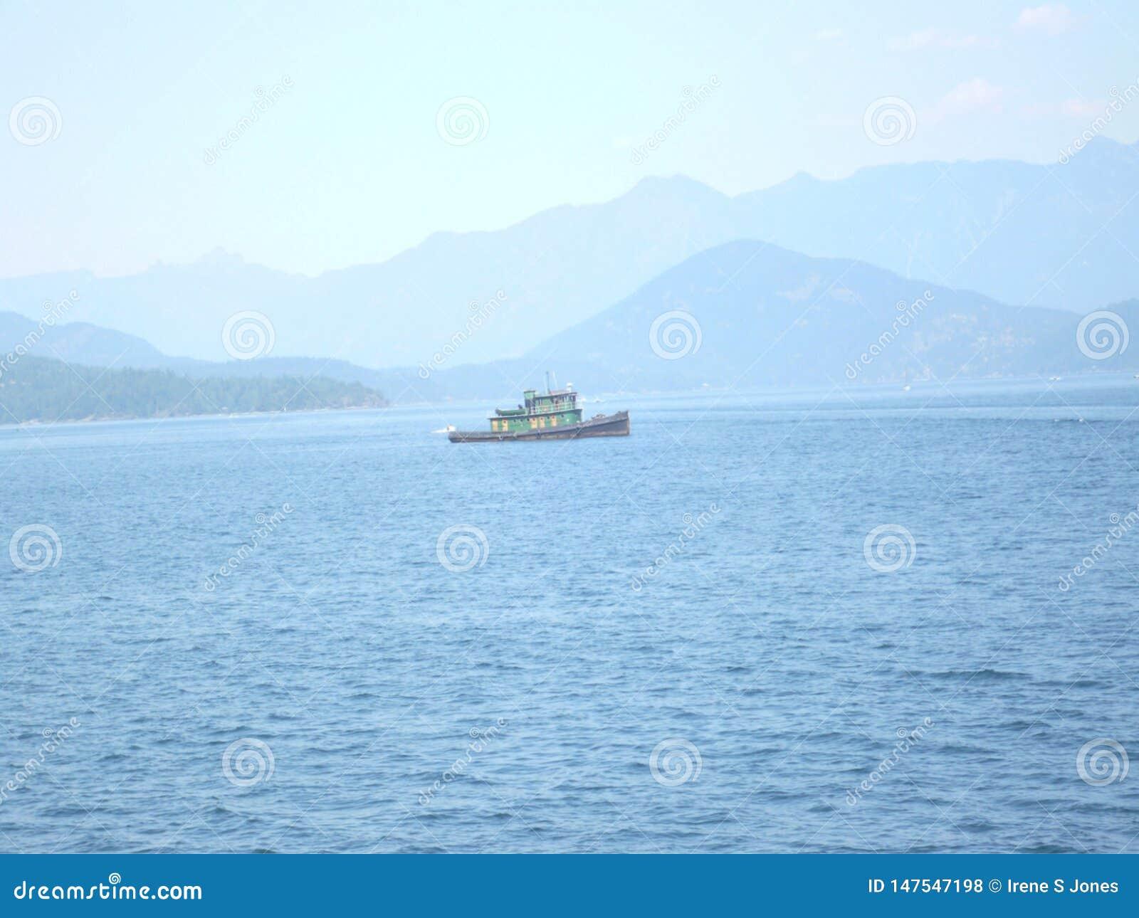 Fishboat na oceanie