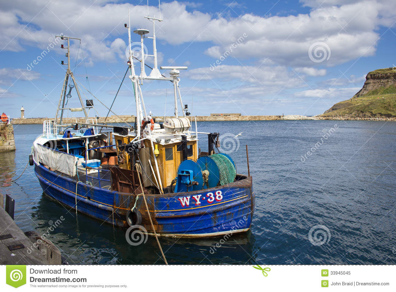 Fishing Boat In Whitby Harbour Editorial Image - Image: 33945045
