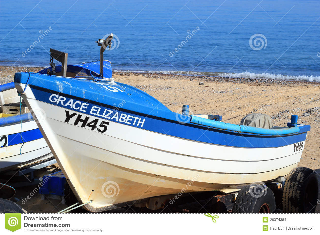 Fishing Boats On A UK Beach. Editorial Stock Image - Image: 26374384