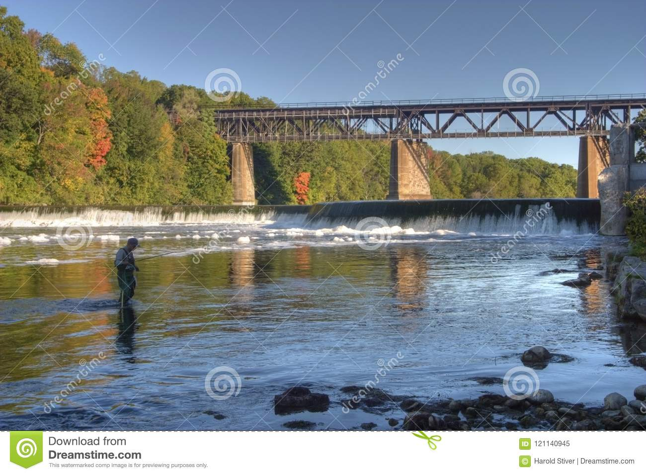 Grand River Flow >> Fishing On The Grand River Paris Canada In Autumn