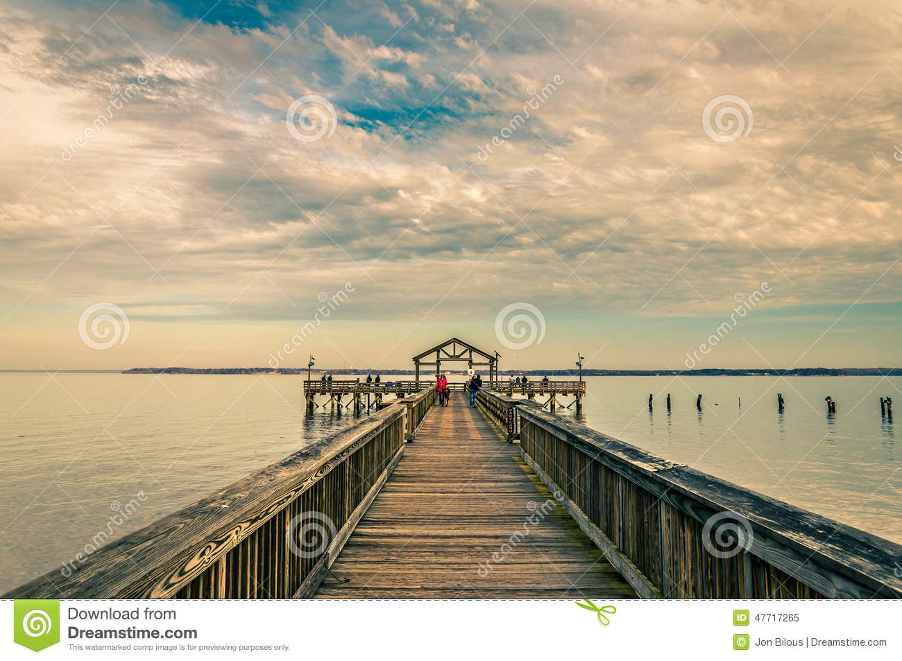 Fishing pier on the potomac river in leesylvania state for Potomac river fishing
