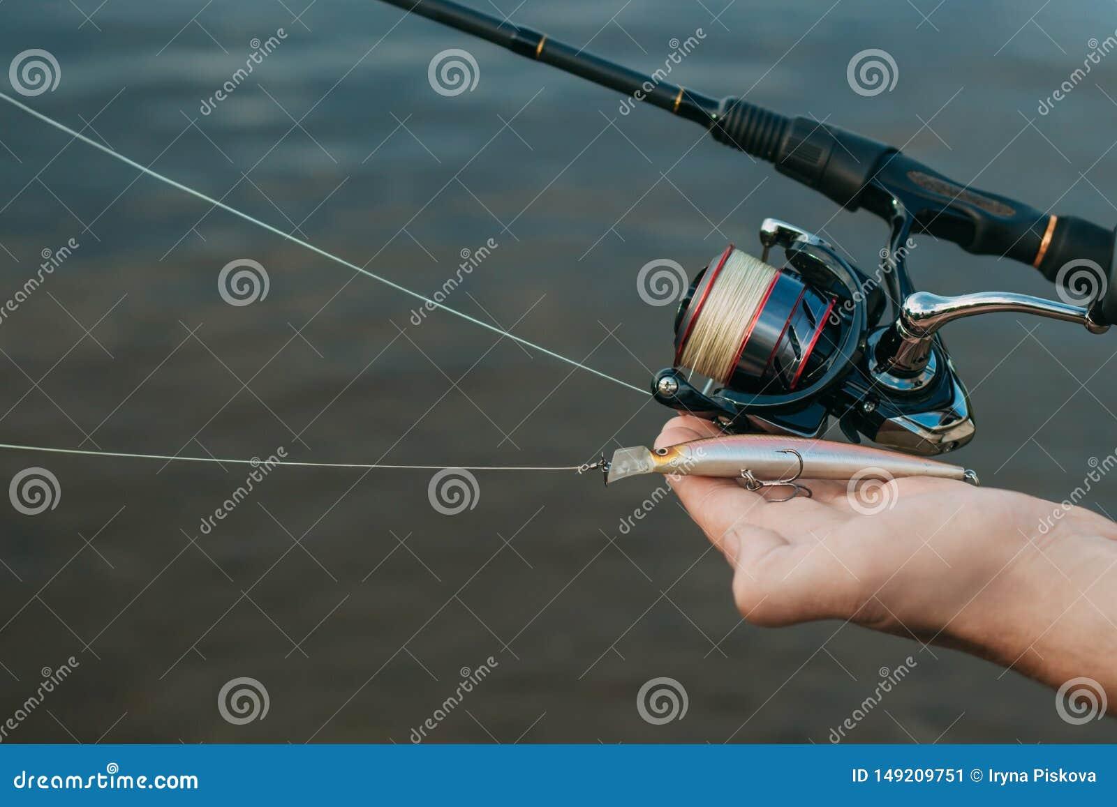 Fiska fisken fr?n kust med en pinne, slut upp