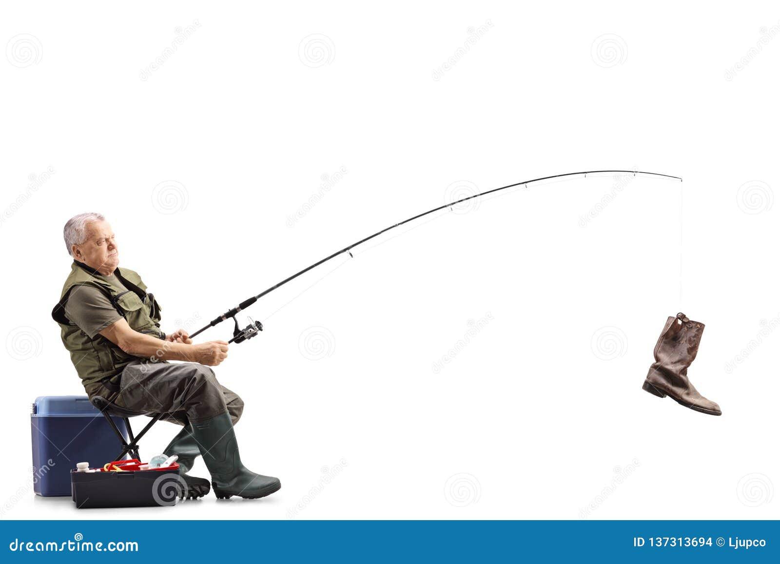 Fiskare på en stol med en gammal känga på metspöet