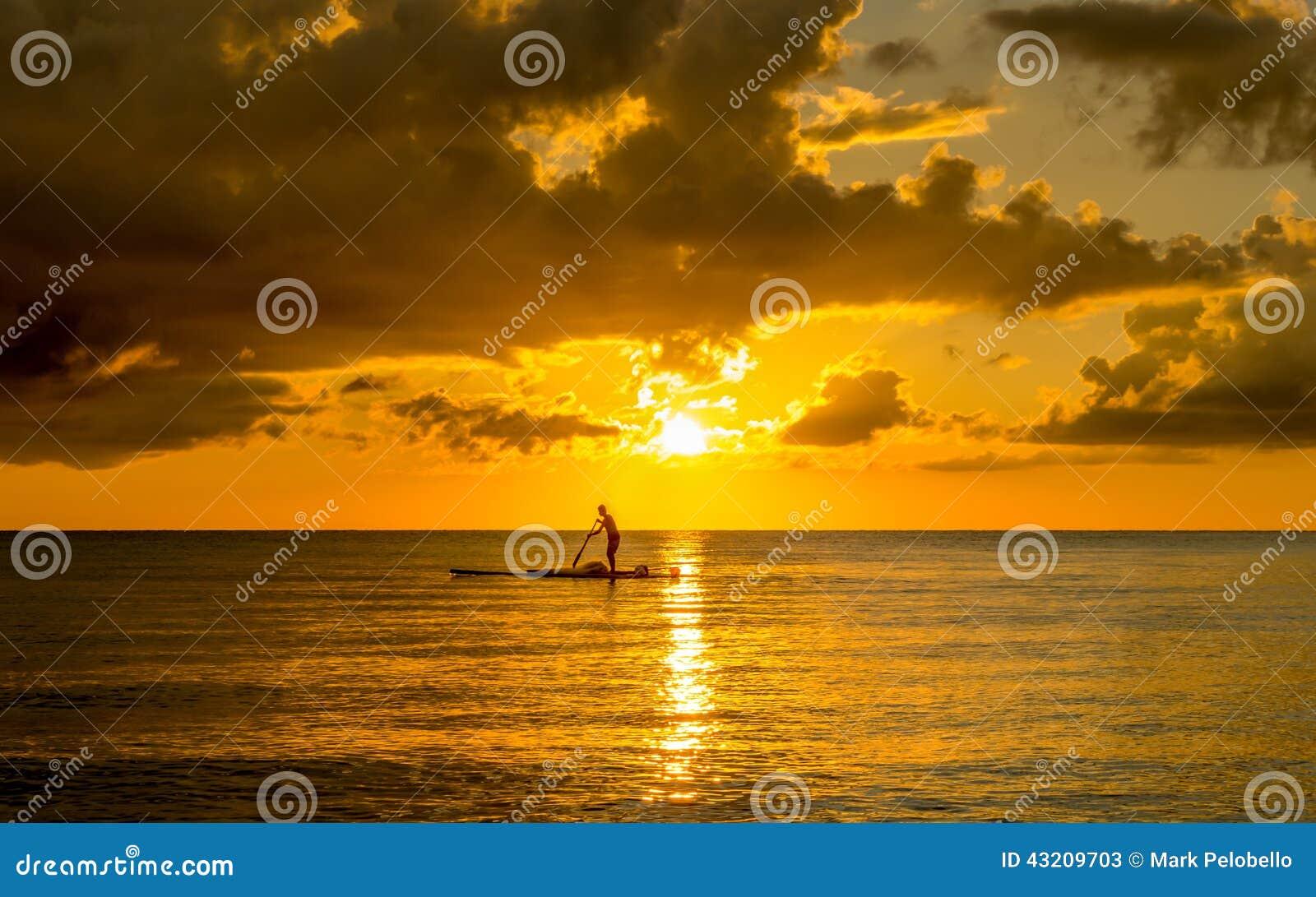 Download Fiskare Silhouette Fishing På Solnedgången Fotografering för Bildbyråer - Bild av folk, destination: 43209703