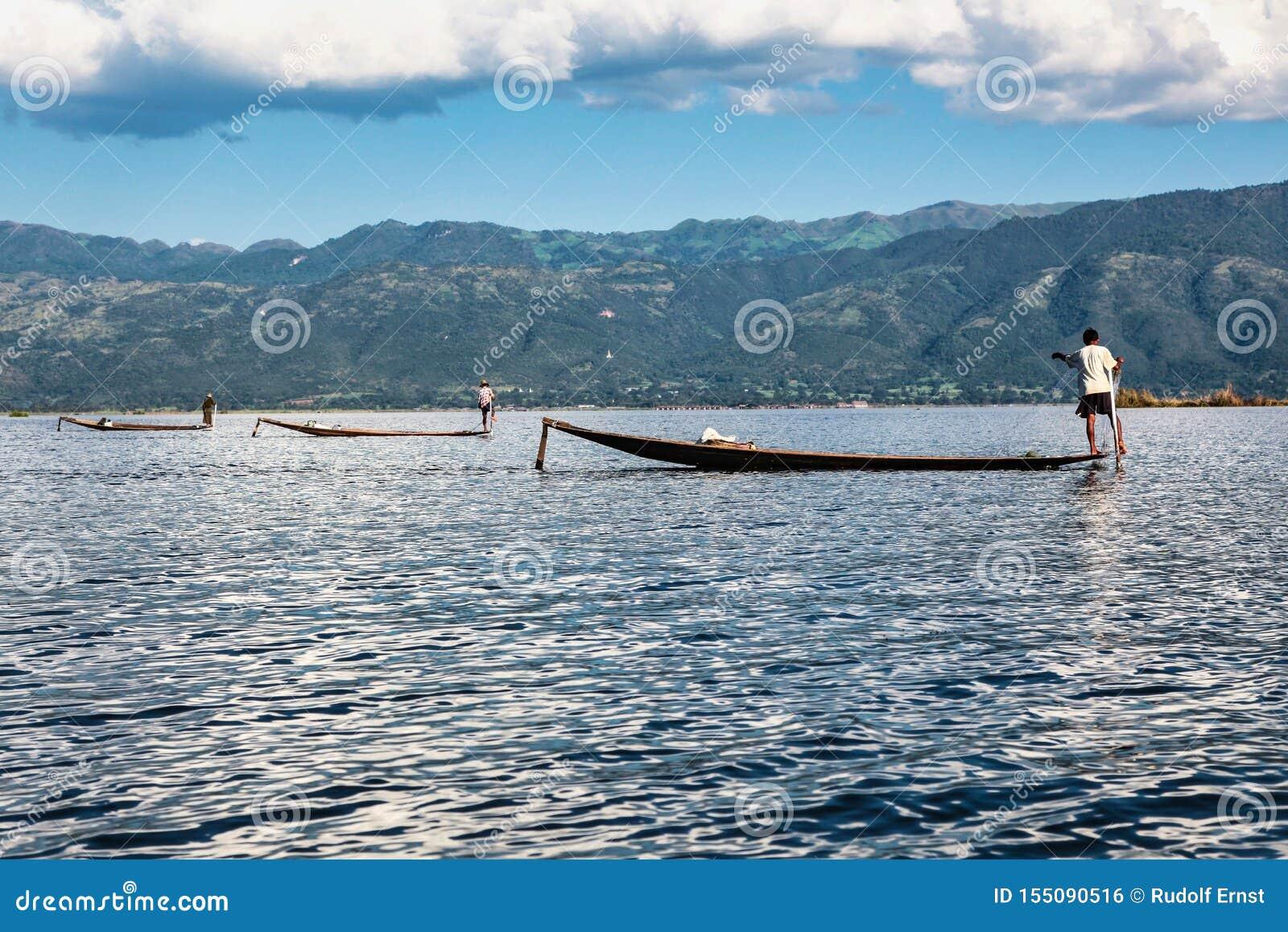 Fiskareeka vid benet p? Inle sj?n, Myanmar