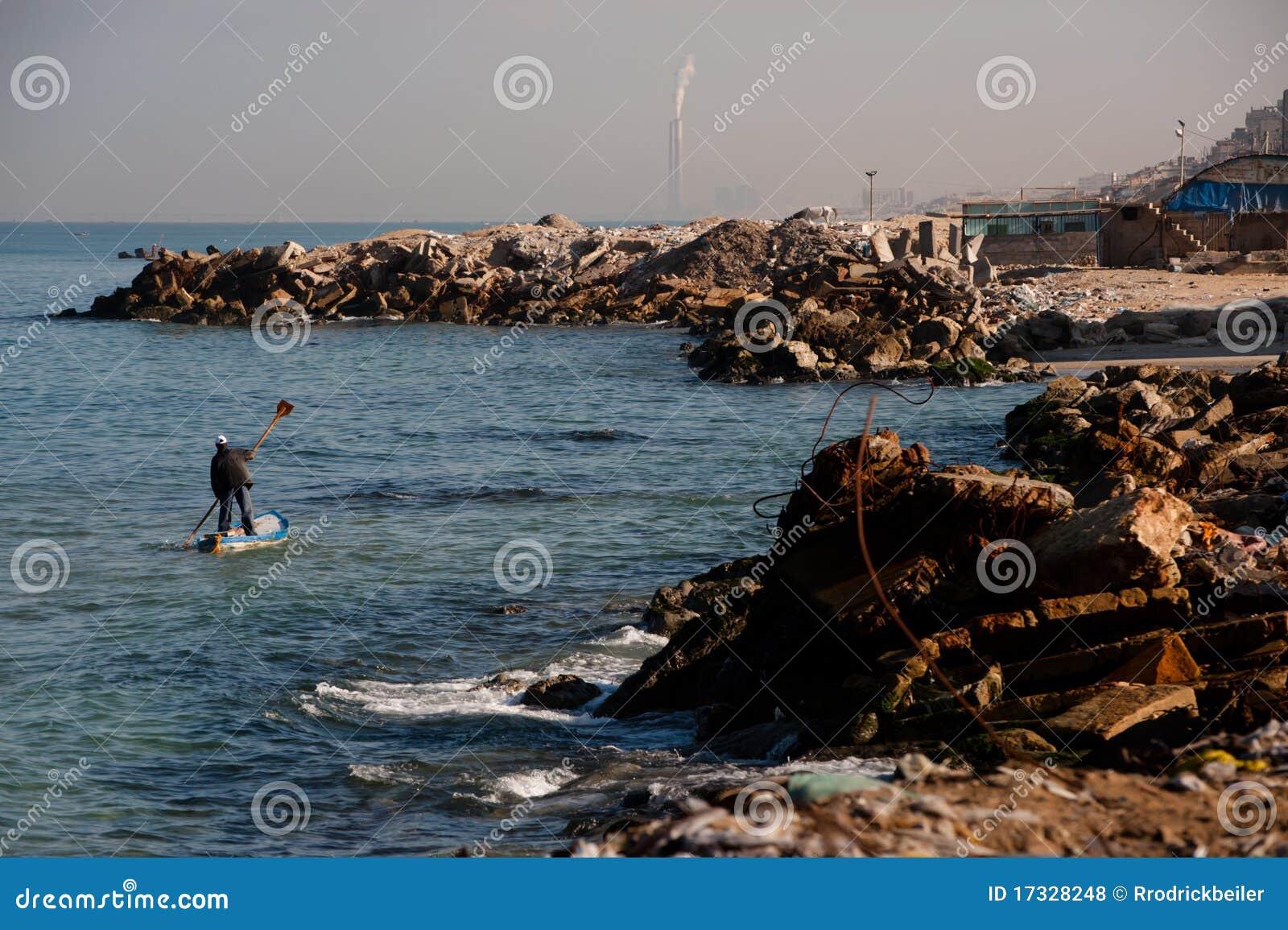 Fiskaregaza shoreline