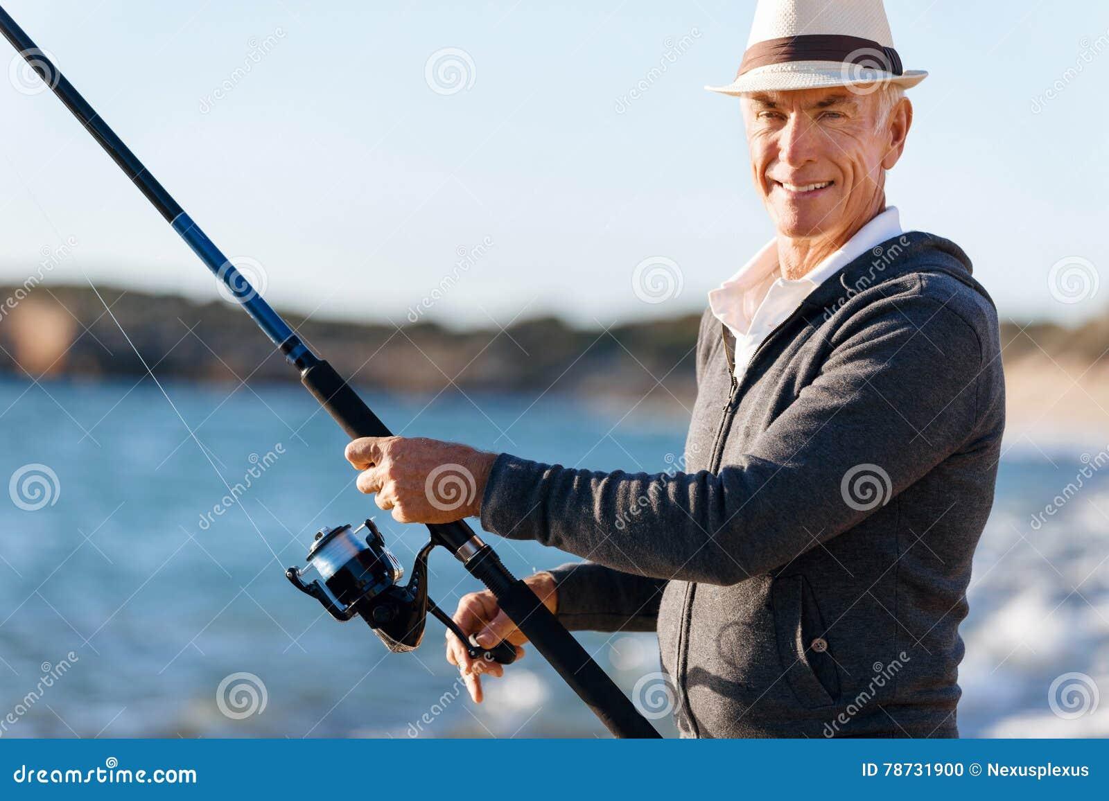 Fiske för hög man på havssidan