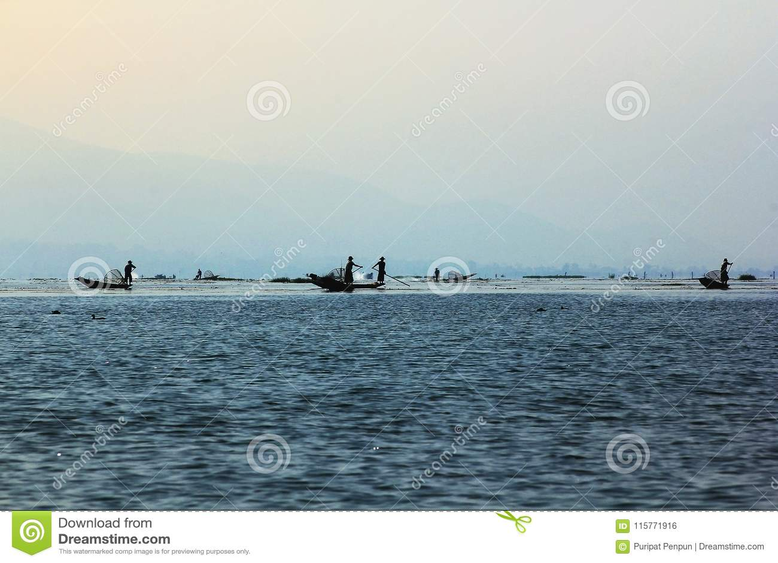 Fiskebåt i Inle sjön
