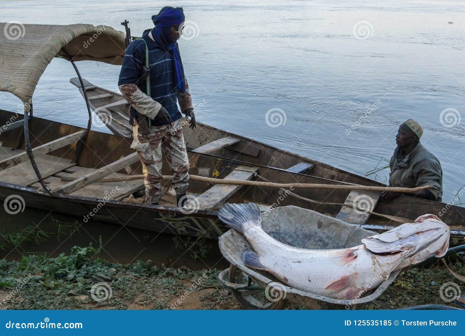 Fiskebåt på Nigeret River, Niger