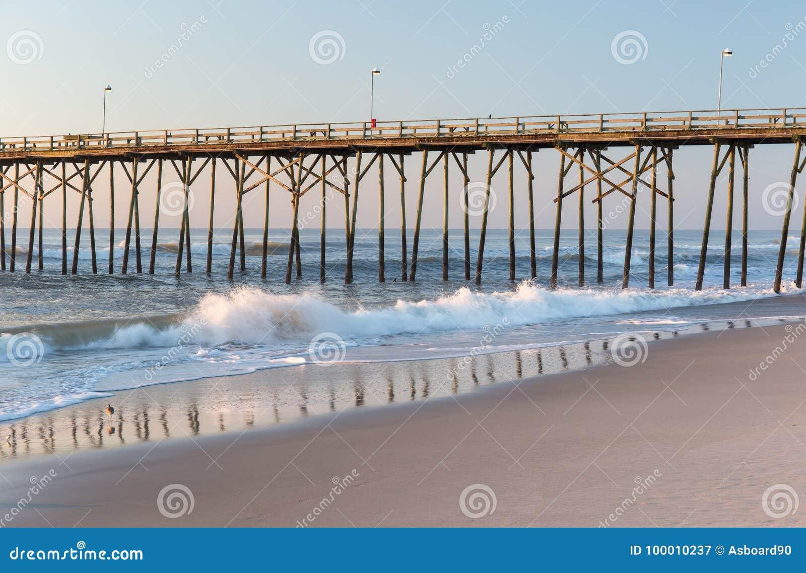 Fiskepir på den Kure stranden, North Carolina