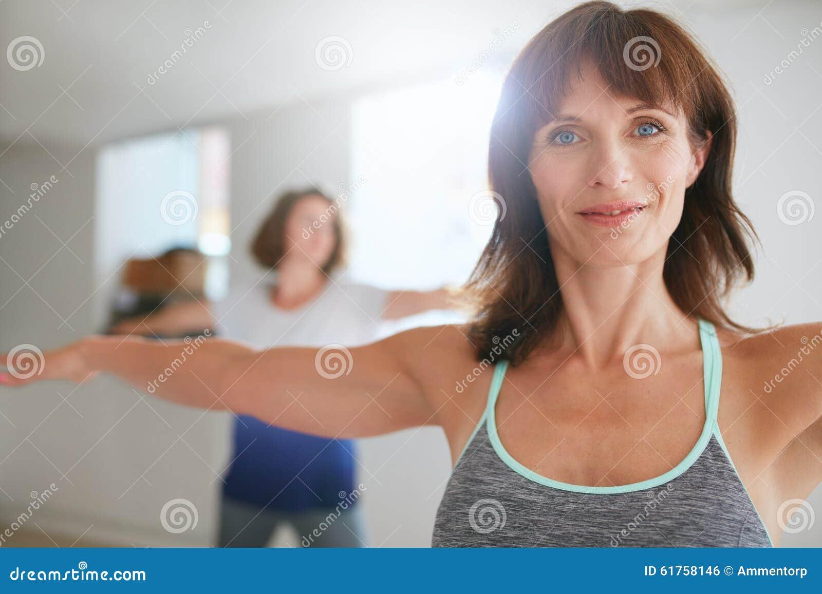 Free mature women posing pics