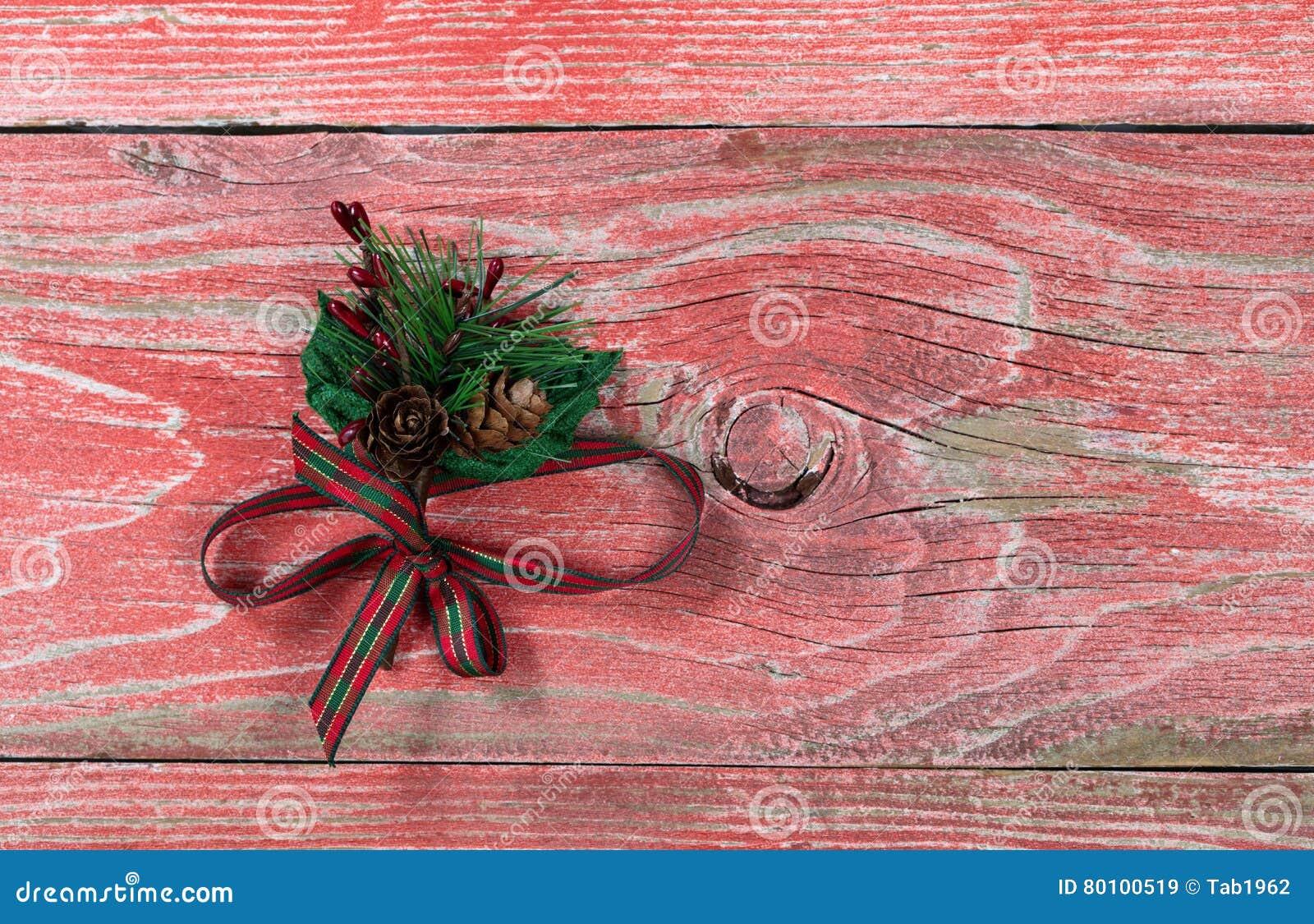 Fita do feriado em placas de madeira vermelhas rústicas