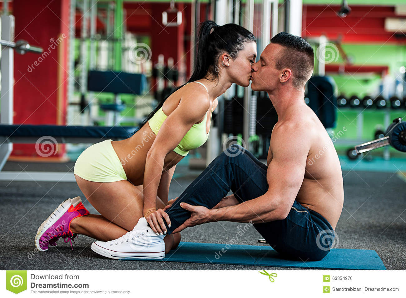 Fitness Couple Workout Fit Man And Woman Train In Gym Stock Photo Image Of Male Health 63354976 But here we measured 80 pairs of jeans that all boasted a 32 inch. dreamstime com