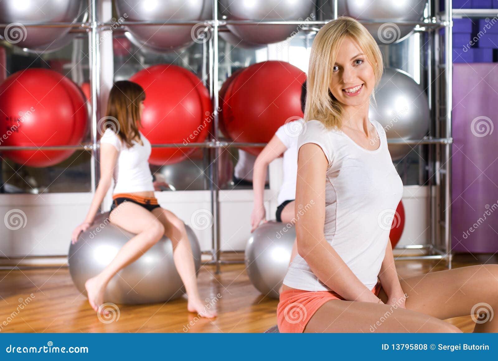 Русская девушка пришла заниматься фитнесом 4 фотография