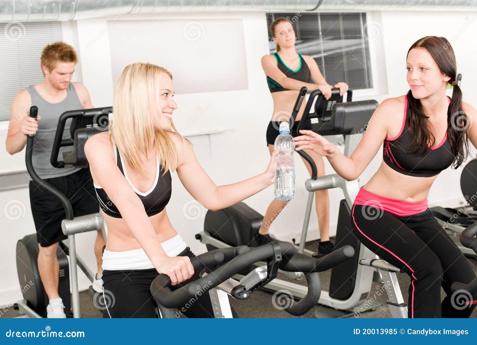 fitnes-trener-lesbiyanka
