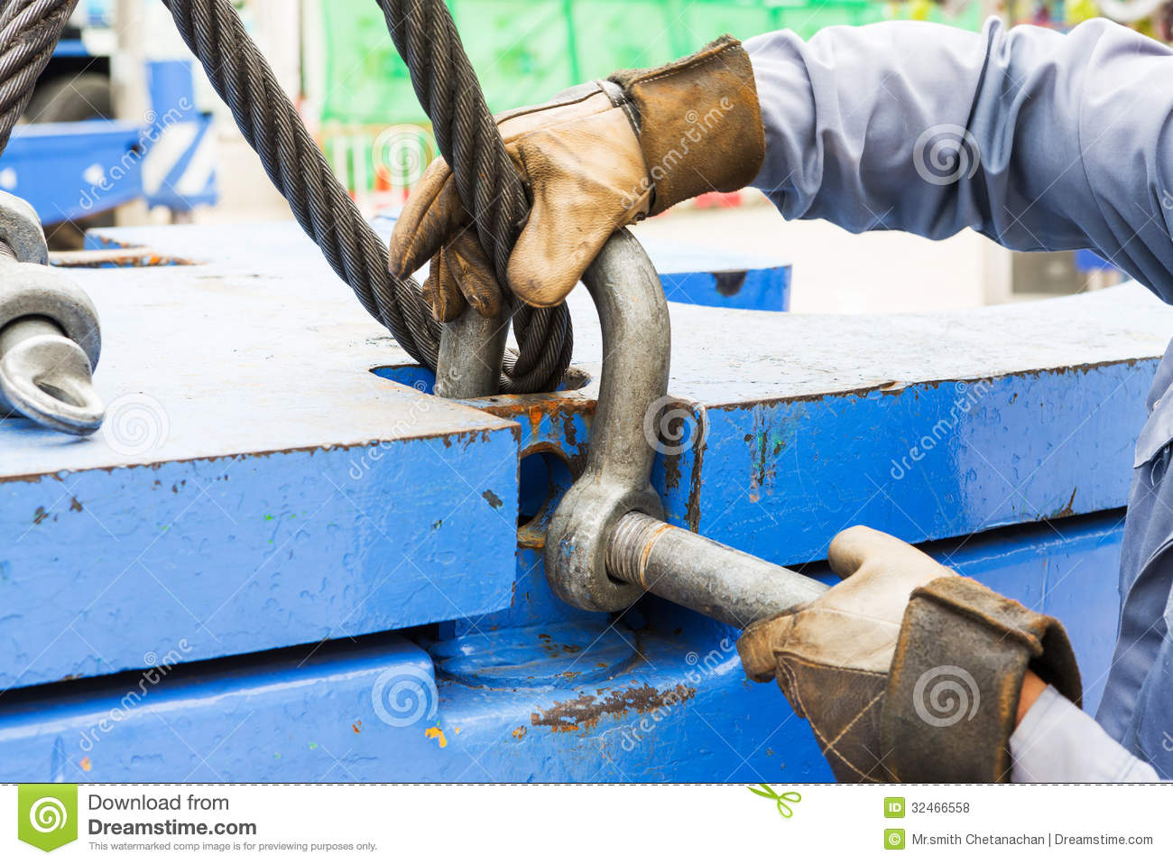 Crane Wire Rope : Fitting bolt anchor shackle with wire rope sling royalty