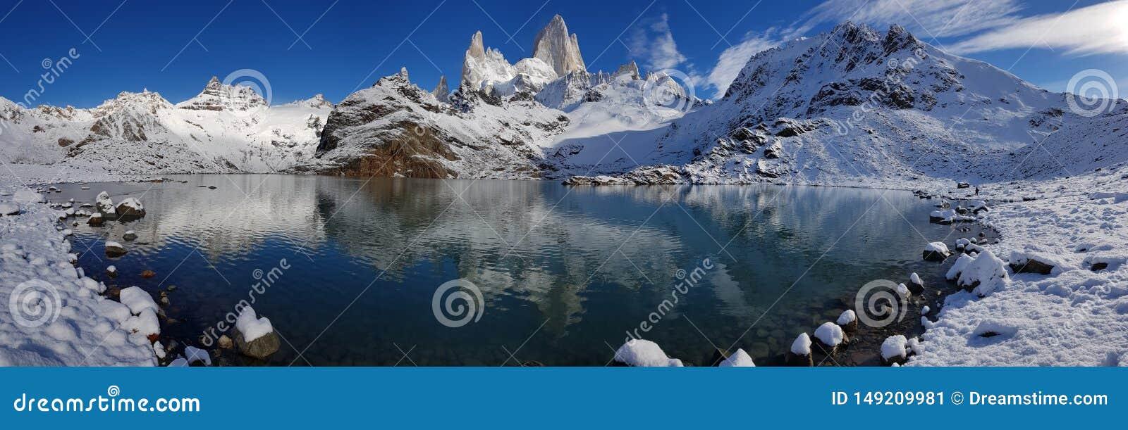 Fitz Roy-berg dichtbij Gr Chalten, in Zuidelijk Patagoni?, op de grens tussen Argentini? en Chili De mening van de winter