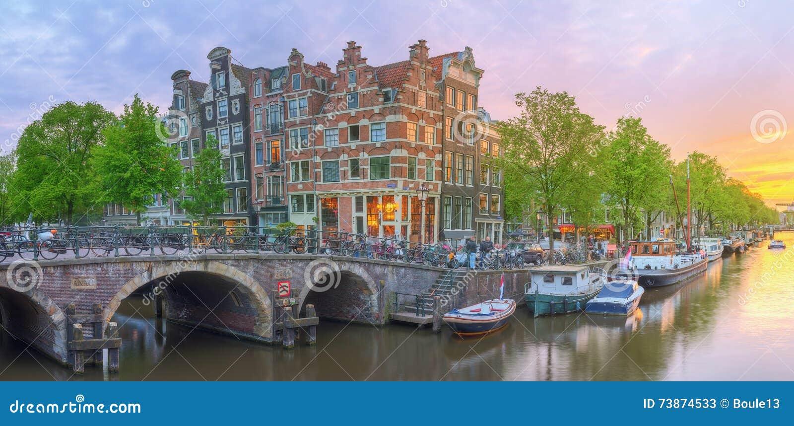 Fiume di Amstel, canali di Amsterdam netherlands