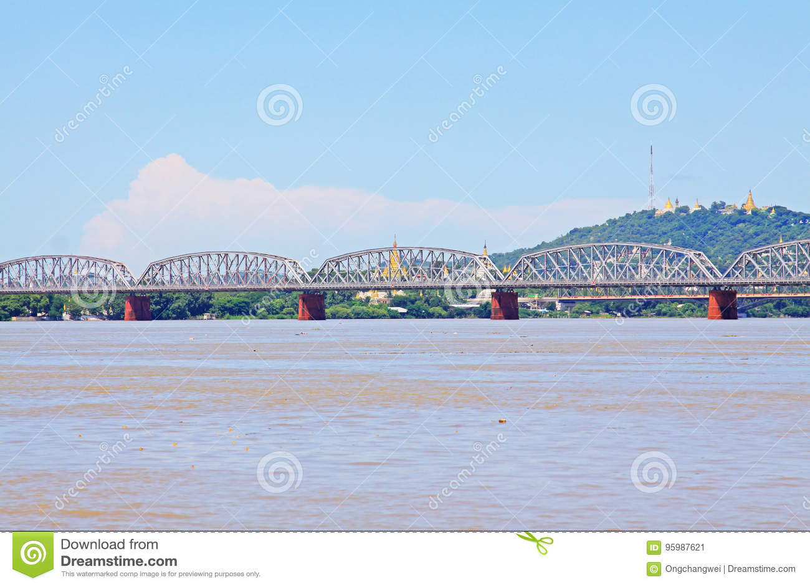 Fiume di Ava Bridge Cross The Irrawaddy, Sagaing, Myanmar