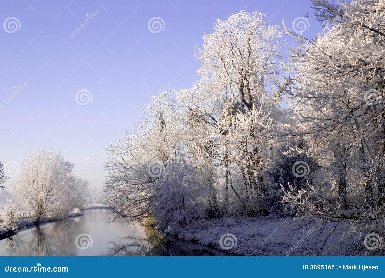 Fiume di inverno